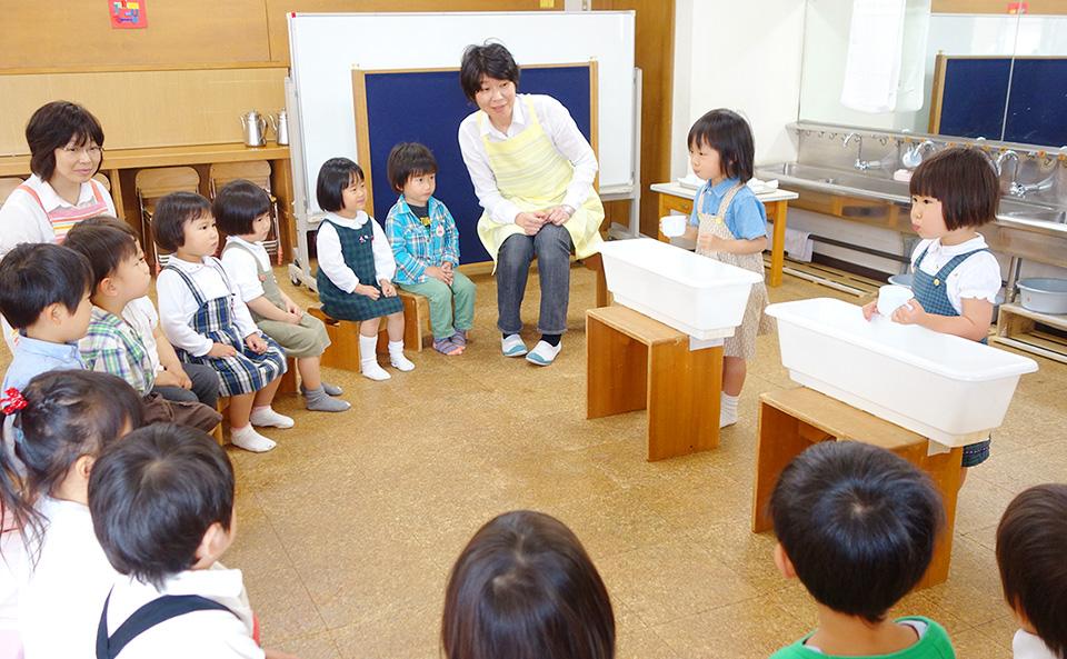 ぶくぶくうがいを5才組から教わる