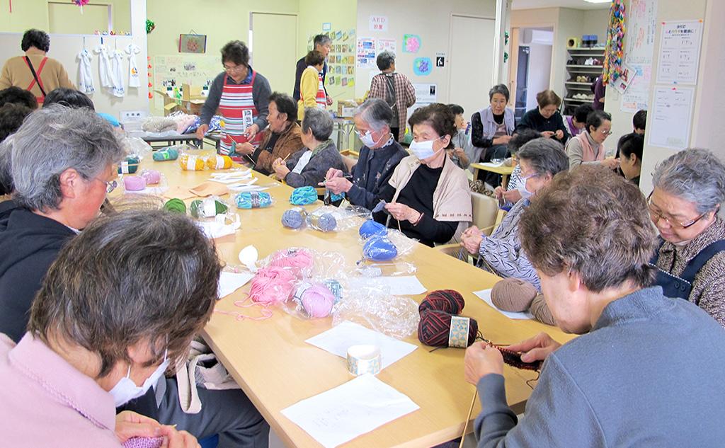仮設住宅集会所編み物教室